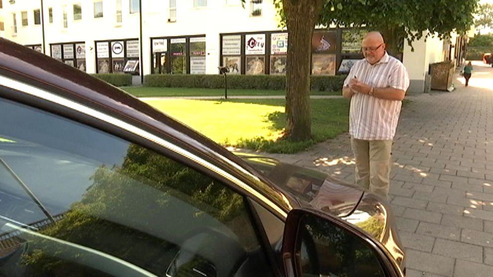 Parkeringsvakt skriver böter