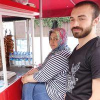 Nurten Acer och hennes son Ahmet säljer sesamkringlor till turister vid Galatatornet i Istanbul. – Det kan bli svårt att fortsätta om turisterna inte kommer tillbaka snart, säger Ahmet.