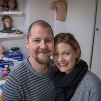 Love Larson och Eva von Bahr i sin sminkstudio.