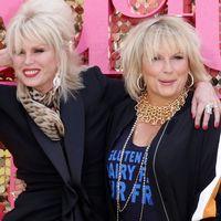 Joanna Lumley och Jennifer Saunders vid premiären av långfilmsversionen av Helt hysteriskt.