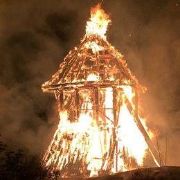 Klockstapeln i Sigtuna brann ner till grunden natten till torsdagen.