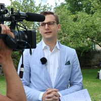 Kulturdepartementets statssekreterare Per Olsson Fridh intervjuas av Hannes Fossbo.