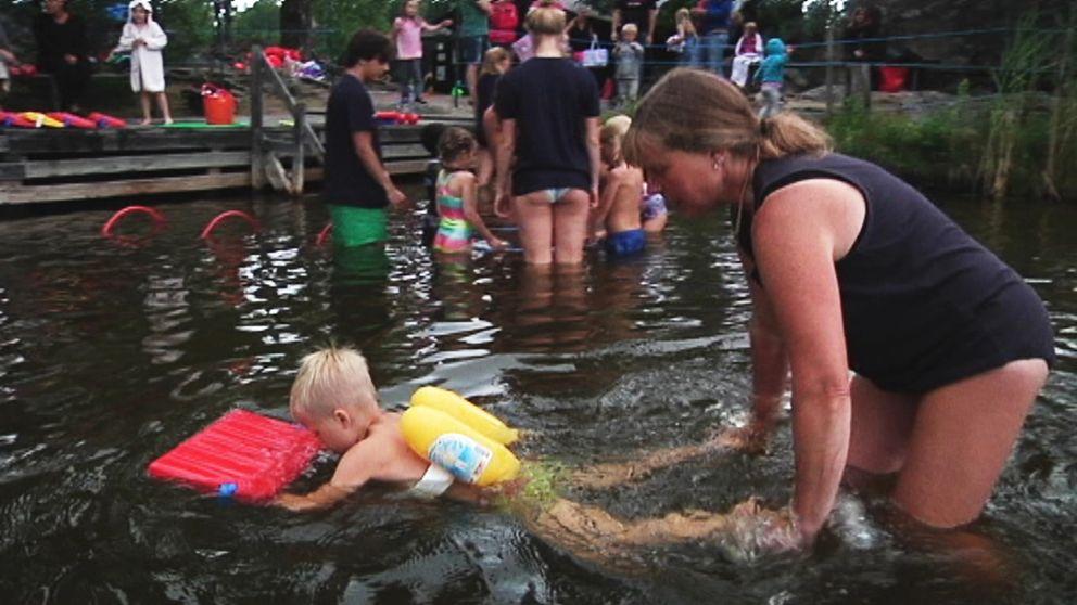 Madelene Larsson har lärt barn att simma i många år