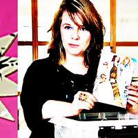 Zandra Ahl, här i stiliserad form, är ny rektor på Beckmans Designskola. Till vänster ett verk från hennes utställning Fult och snyggt från 1998.
