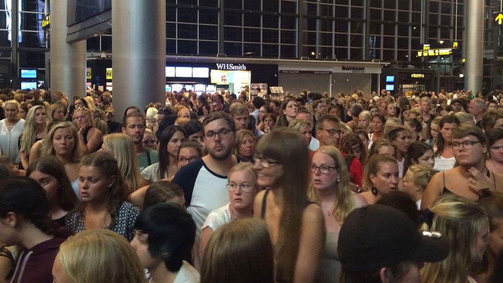 Människor fast på Kastrup på väg hem till Sverige med tåg efter konsert med Beyonce