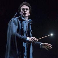 Jamie Parker som Harry Potter på scenen.