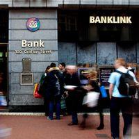 De irländska banker som uppvisade klena resultat var Allied Irish Banks och Bank of Ireland.