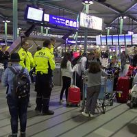 Resenärer på Schipol.
