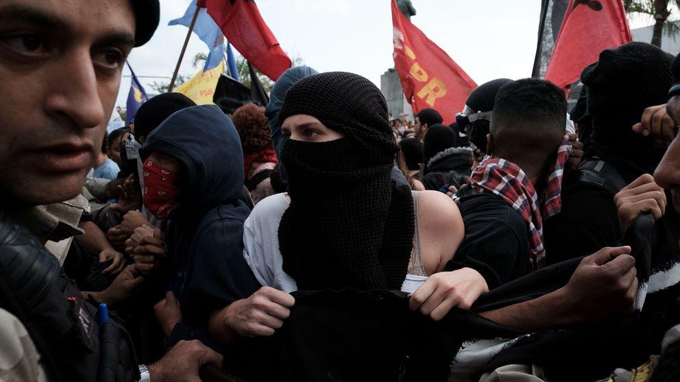 Demonstranter stoppade toppmote