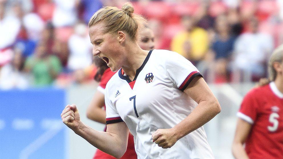 Melanie Behringer jublar efter att ha satt 1-0 på straff.