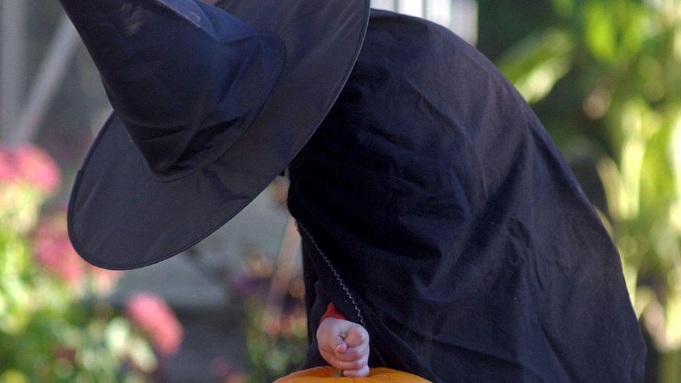 Häxa på Halloween.