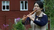 Japanska Yuko Oda spelar träflöjt i Haverö