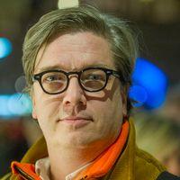 """Den svenske regissören Tomas Alfredsons film """"Låt den rätte komma in"""" har röstats fram som en av 2000-talets bästa filmer i en undersökning som gjorts av BBC."""