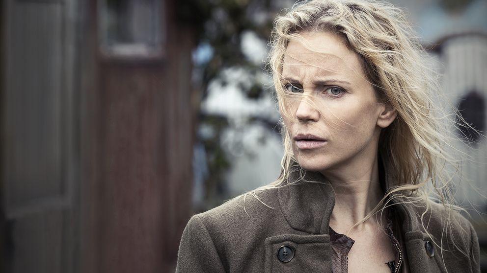 Sofia Helin som Saga Norén.