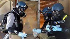 FN-observatörer tar rpover från marken utanför den syriska huvudstaden Damaskus.