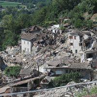 Rasmassor efter jordskalvet i Amatrice, Italien.