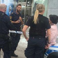 Poliser utanför klockbutik som haft inbrott
