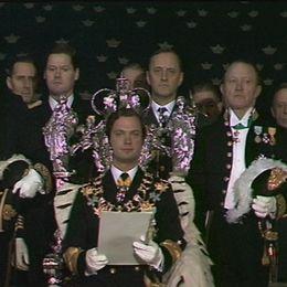 Kung Carl XVI Gustaf håller sitt första trontal.