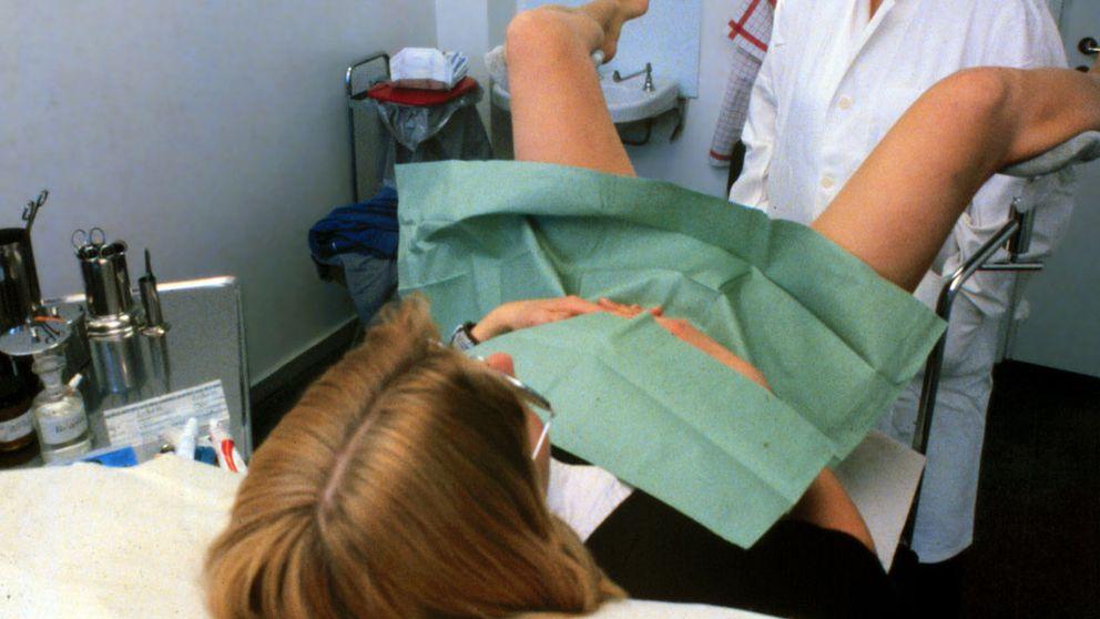 Kvinna i gynekologstol
