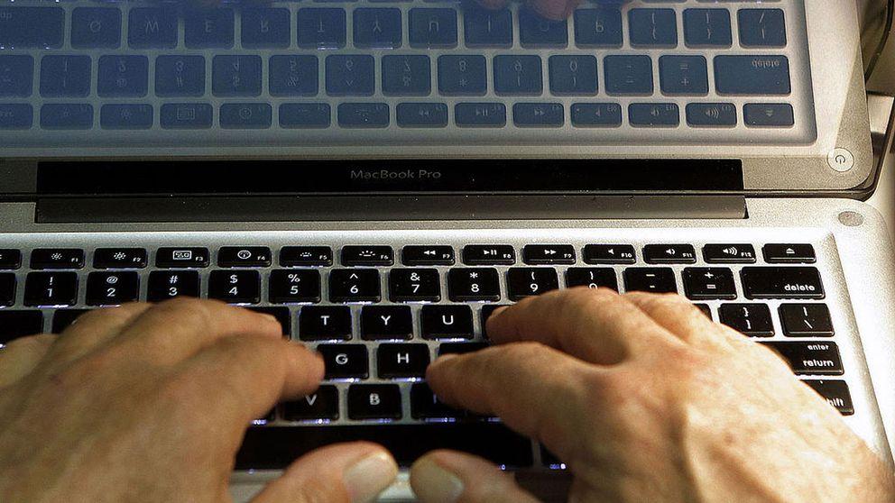 Ett tangentbord på en laptop.
