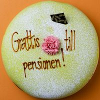 Pensionärspar och tårta