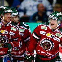 Carl Grundström glad efter hans andra mål 2-0 till Frölunda.