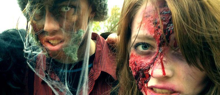 Under helgen jagas 15 rollspelsdeltagare av tio zombier i ett av kyrkan arrangerat rollspel i Kil. Syftet är att komma åt djupare existentiella frågor genom att ställa rollspelsdeltagarna inför svåra val.