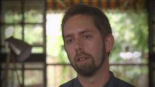 Peter Dahlin intervjuas i Thailand.