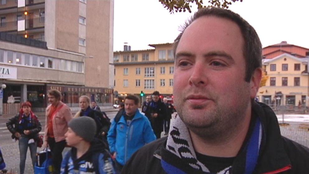 – Det är mycket nervositet men det är många som tror att vi kommer att klara det, i alla fall under någon av de matcherna som kommer, säger säger Lars Olsson, ordförande i Västra sidan.