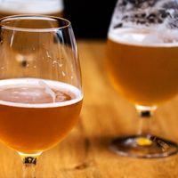 För att öl ska få serveras på en bar till exempel, så krävs det att det finns ett serveringstillstånd