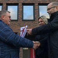 namnlista med 2.500 underskrifter överlämnas till Carl Fredrik Graf