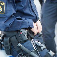 Polis skickades till skola efter att elever uppgett att de blivit knuffade av en lärare.