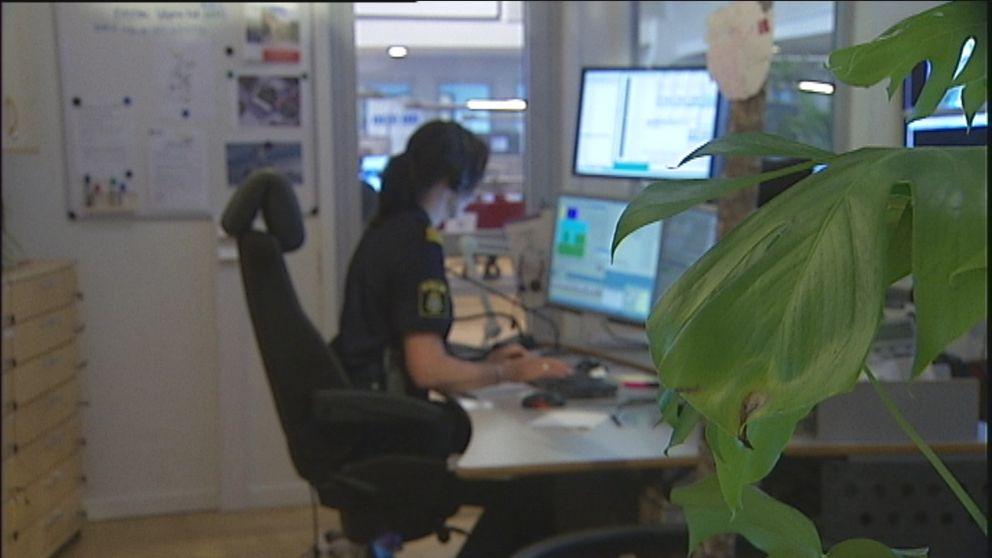 De civila brottsutredarna hos polisen ökar i takt med att polisen får allt mer att göra.