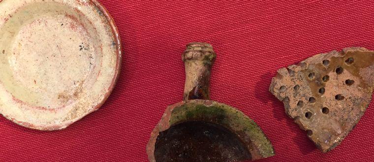 Keramiska föremål, tre stycken