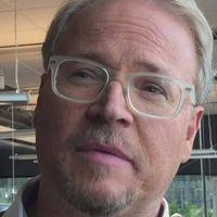 SVT OPINION · Är det dags att ersätta de och dem med dom? Vi frågade språkforskaren Fredrik Lindström. Han tycker att det är bättre att skriva dom om man inte kan skilja på de och dem.