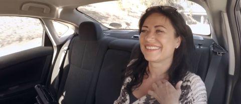 Lisbeth Åkerman tar taxi i L.A.