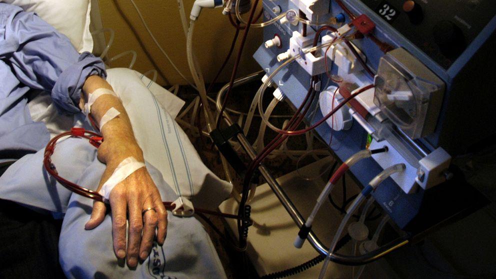 Svenskt njurregister har tidigare slagit fast att ett fungerande njurtransplantat erbjuder en nästintill normal blodrening, medan dialys, som genom en maskin som den på bilden, är avsevärt mindre effektivt och gör att kroppen åldras i förtid.