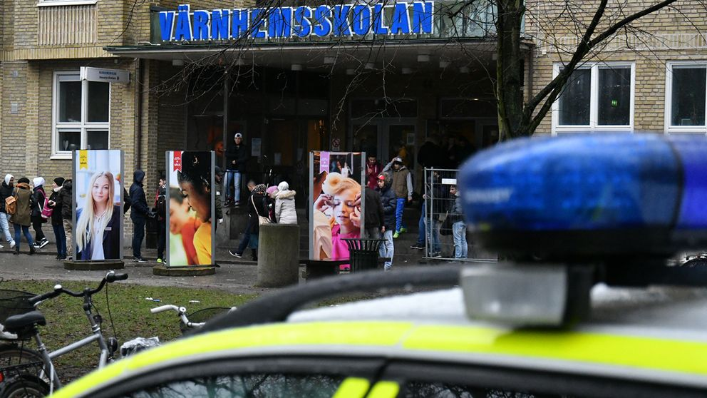 Ett storbråk mellan elever stänger Värnhemsskolan i Malmö.
