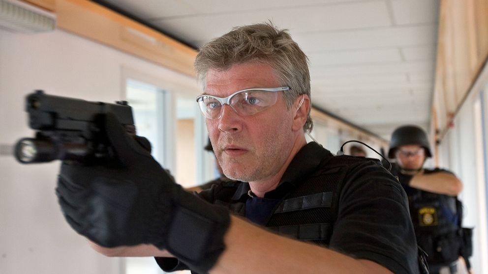 Jakob Eklund i rollen som Johan Falk.