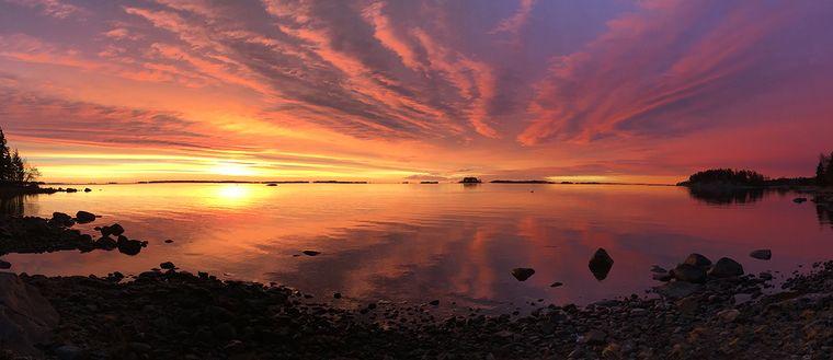 Bilden togs 25/11strax innan kl åtta på Björkudden, Blidö. Utsikt över Svartlögafjärden.