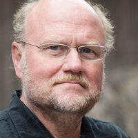 Ola Larsmo, ordförande i Svenska Pen, vill samla styrkorna.