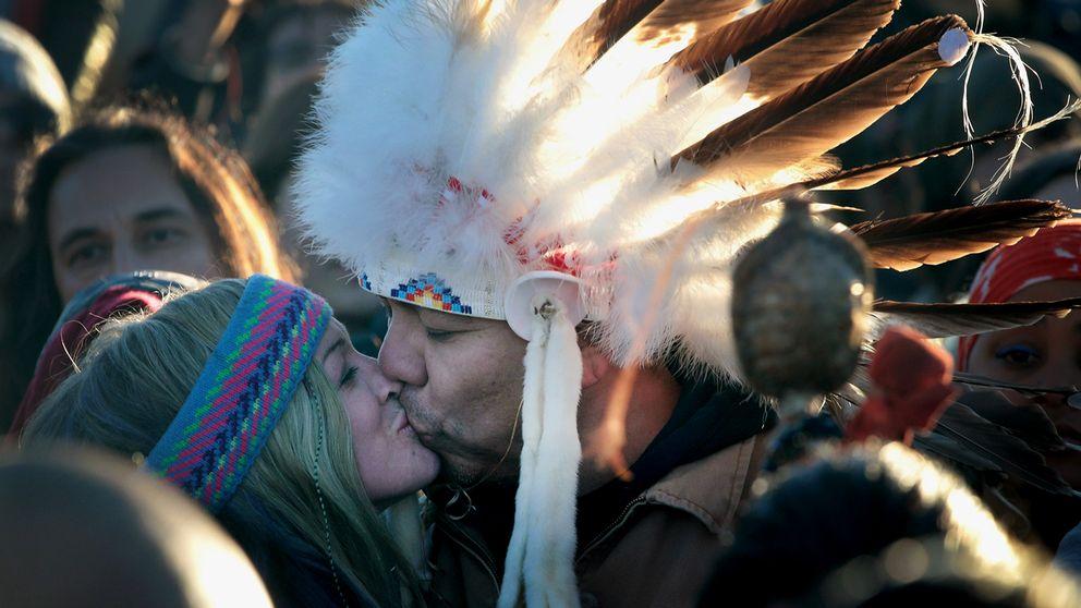 Oljelednings-motståndare firar beskedet att Dakota Acces Pipeline stoppats.