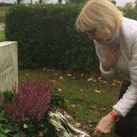 I nästan 40 år har Kristina Lindén från Malmö kämpat för att få Försvarsmakten att reglera en obetald begravningsfaktura från när hennes man omkom i en flygolycka.
