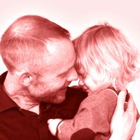 """Pappa med barn samt texten """"Finns det några snälla barn? Om inte - kolla den här videon!"""