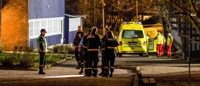 Två personer, en kvinna och en pojke, har förts till sjukhus efter att ha blivit attackerade med kniv vid en skola i Kristiansand i södra Norge.