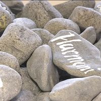 Stenar med budskap om att ta det lugnt