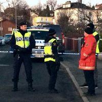 Polisen spärrade av ett stort område runt platsen där bilen exploderade.