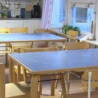 Matbord inne på en förskola