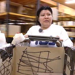 Maria jobbar på lager