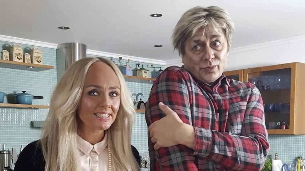 Johan Petersson som Lerin. Till vänster i bild Anna Carlsson som imiterar Ebba von Sydow.